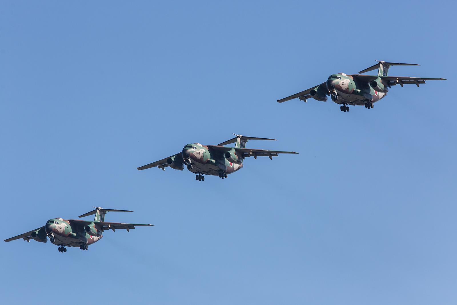 Formation aus drei C-1 Transportern.