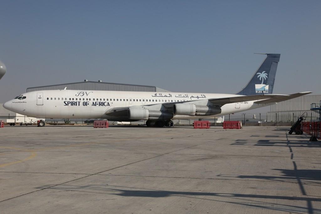 Die 5Y-BRV fristet ihr Dahsein am Rand von Sharjah. Bei der Flugbereitschaft der Bundeswehr flog sie bis 2000 als 10+03.