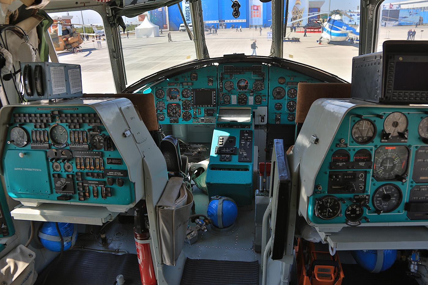 Das Viermann-Cockpit des riesigen Mil Mi-26.