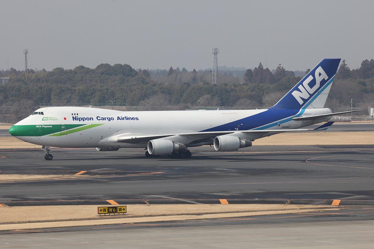 Boeing 747-400F der NCA mit grüner Nase.