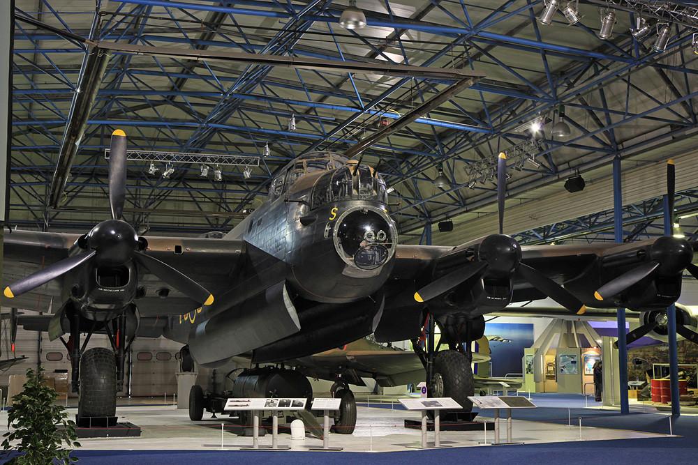 Eindrucksvoll beleuchtet ict diese Avro Lancaster.
