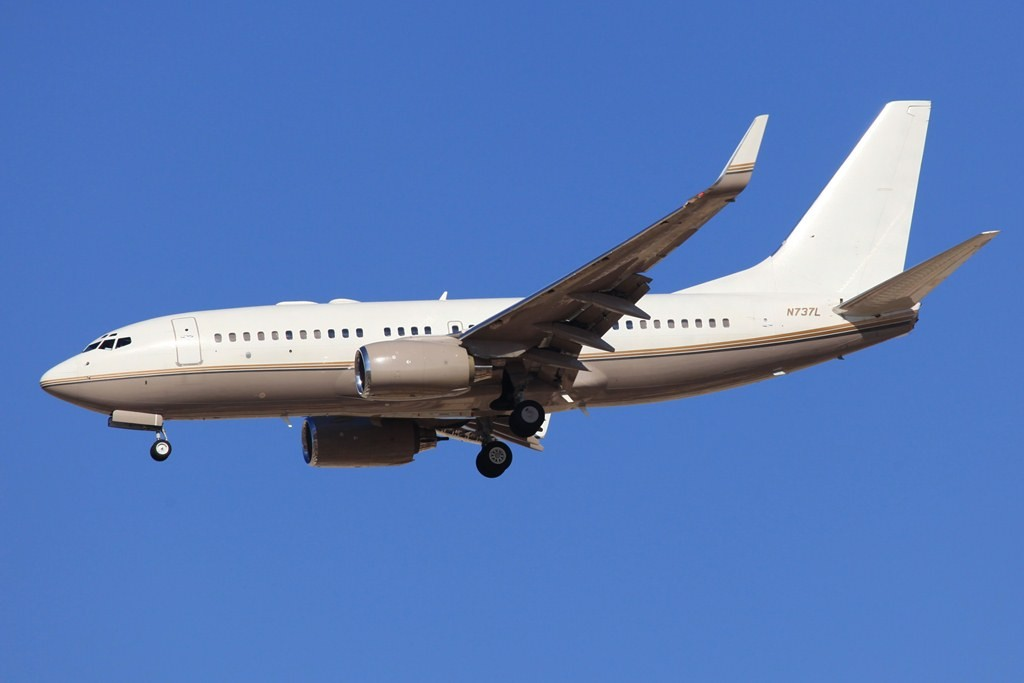 Ein privater BBJ ist die N737L, sie basiert auf der Boeing 737-700