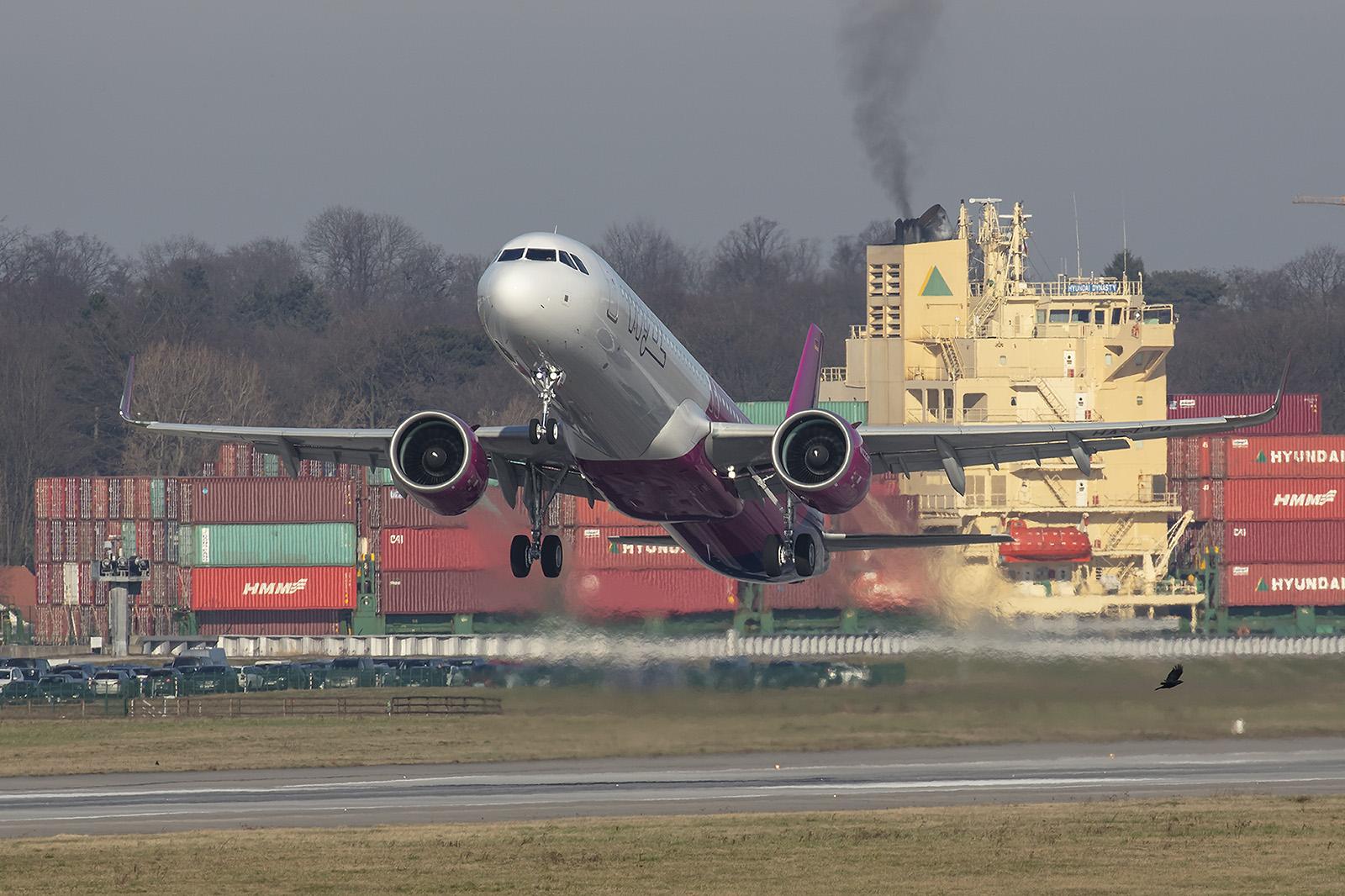 Auch die ungarische Wizzair setzt auf Flugzeuge made in Hamburg.