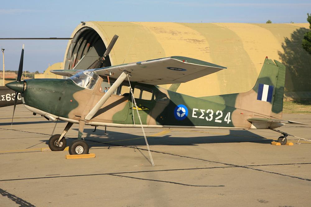 Bei der Armee ist auch die militärische Variante der Cessna 185, die U-17B im Einsatz.