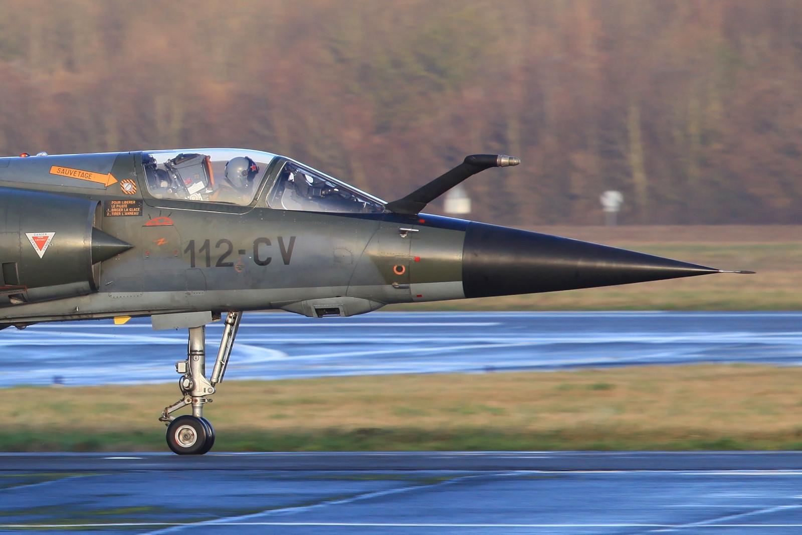 Die Rumpfsektion der Mirage F-1CR mit der Kameraöffnung nach unten.