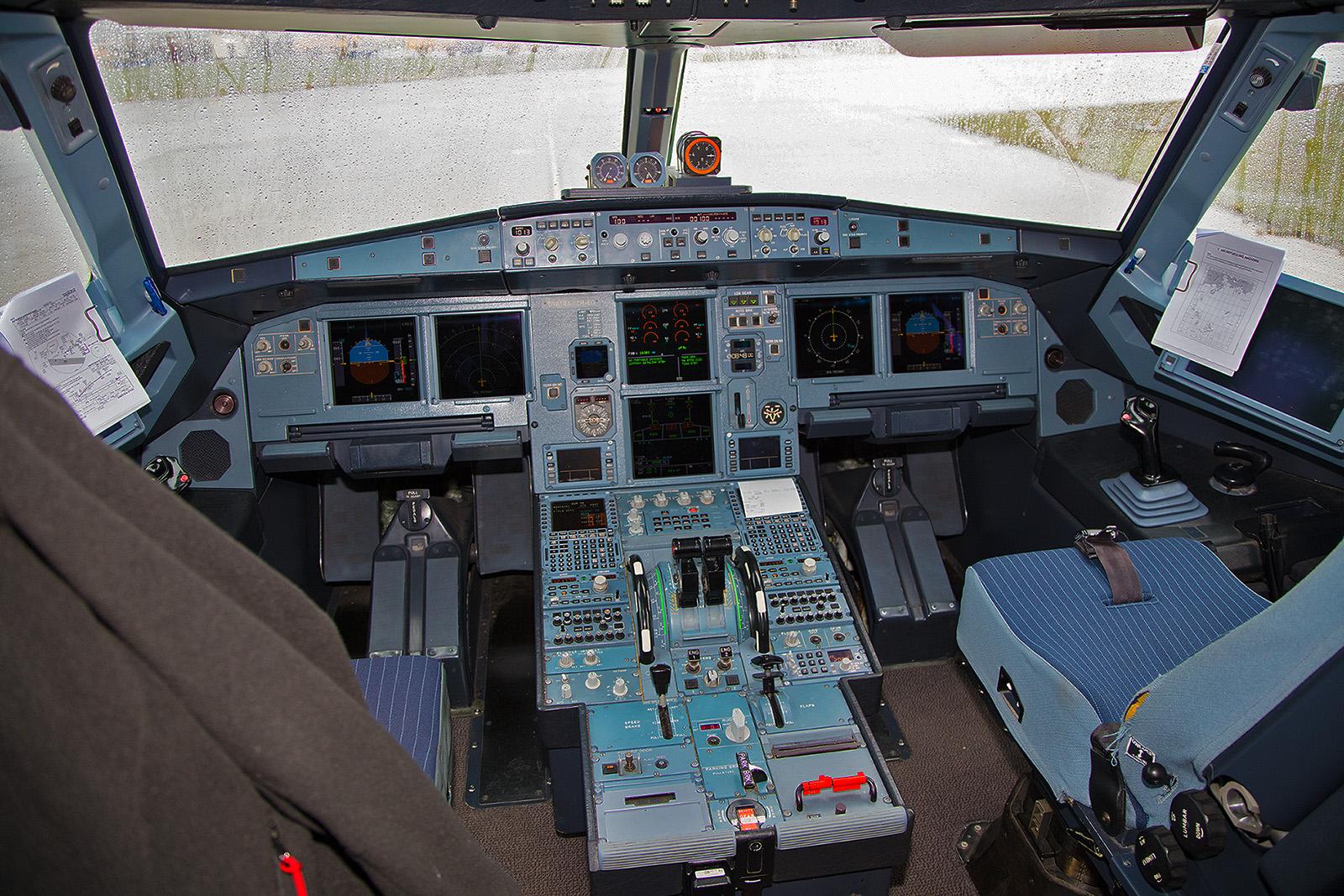 Das Cockpit der D-ATRA