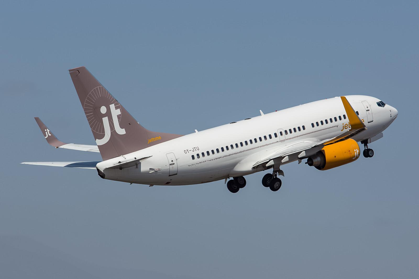 Ferienflieger aus dem Norden, Boeing 737-7L9 der Jettime.