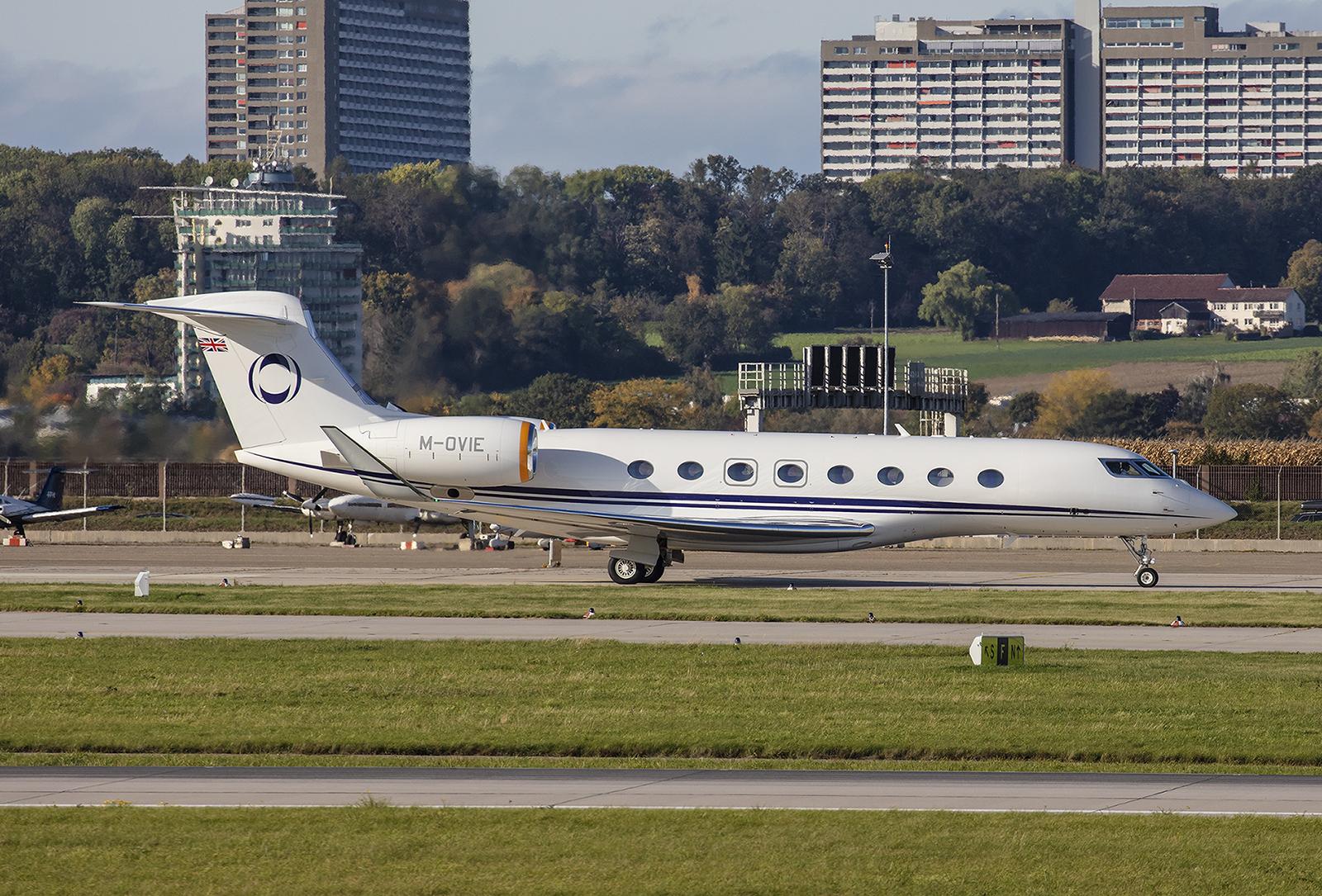 Die M-OVIE der Hampshire Aviation ist wohl ein regelmäßiger Gats in Stuttgart. Das Flugzeug ist eine Gulfstream G650.