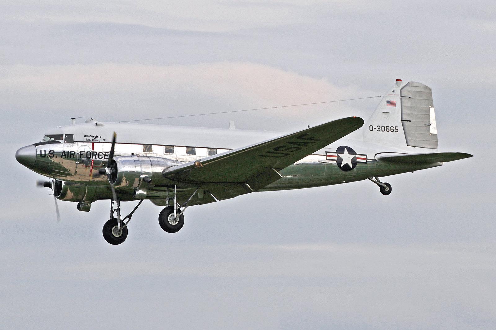 N47E - Diese C-47A-60-DL (DC-3C) wurde von Douglas in Long Beach gebaut und kam 1943 mit der Kennung 43-30665 zur United States Army Air Force. Am 23 July 2010 wurde sie von ihrem heutigen Eigner Dynamic Avlease Inc. in Bridgewater, Virginia, übernommen.