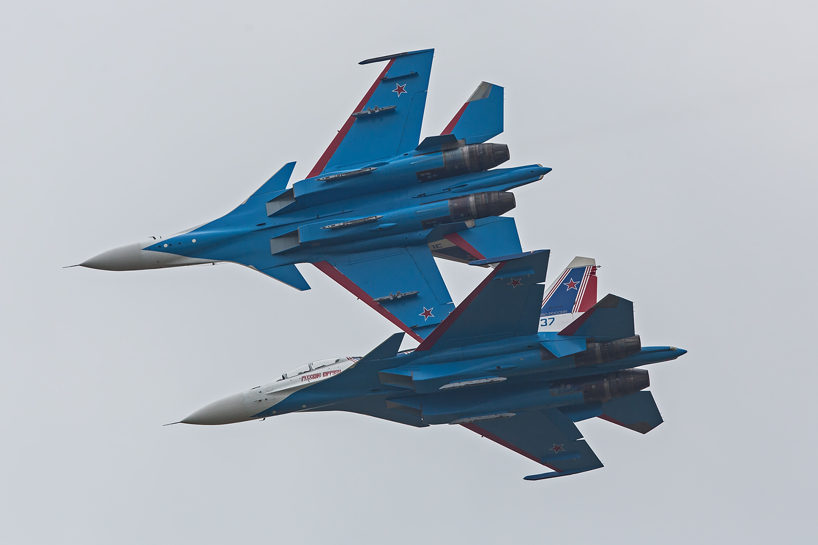 Beide Teams fliegen ein eher langsames Programm, was die Eleganz der Maschinen unterstreicht.