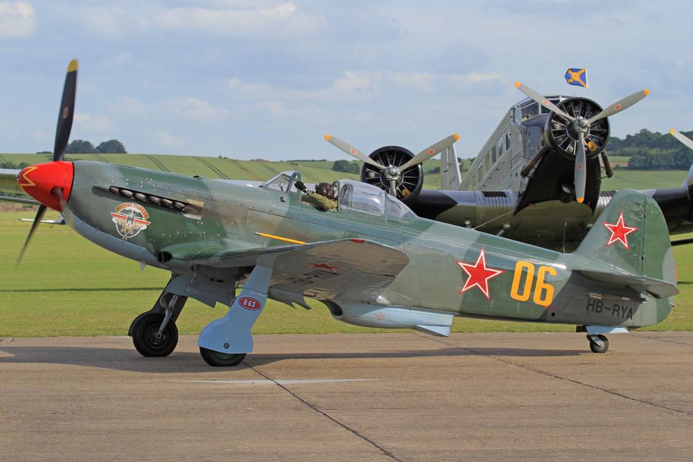 ... die Jak-9UM.