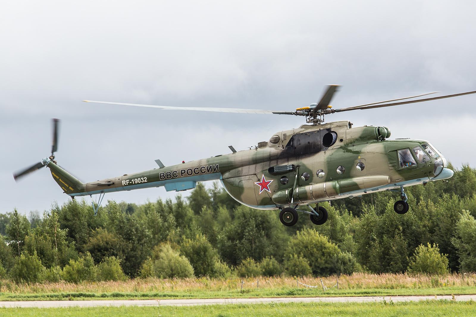 Eine Mil- Mi-8MTSch brachte einige Gäste.