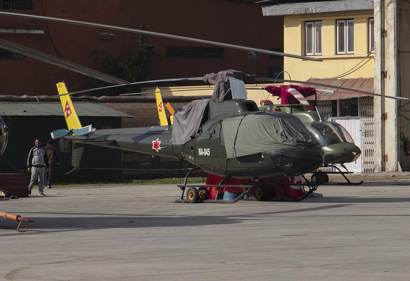 Etwas kleiner gibt´s auch, im Vordergrund eine AS-350 Ecureuil dahinter eine Bell 206.