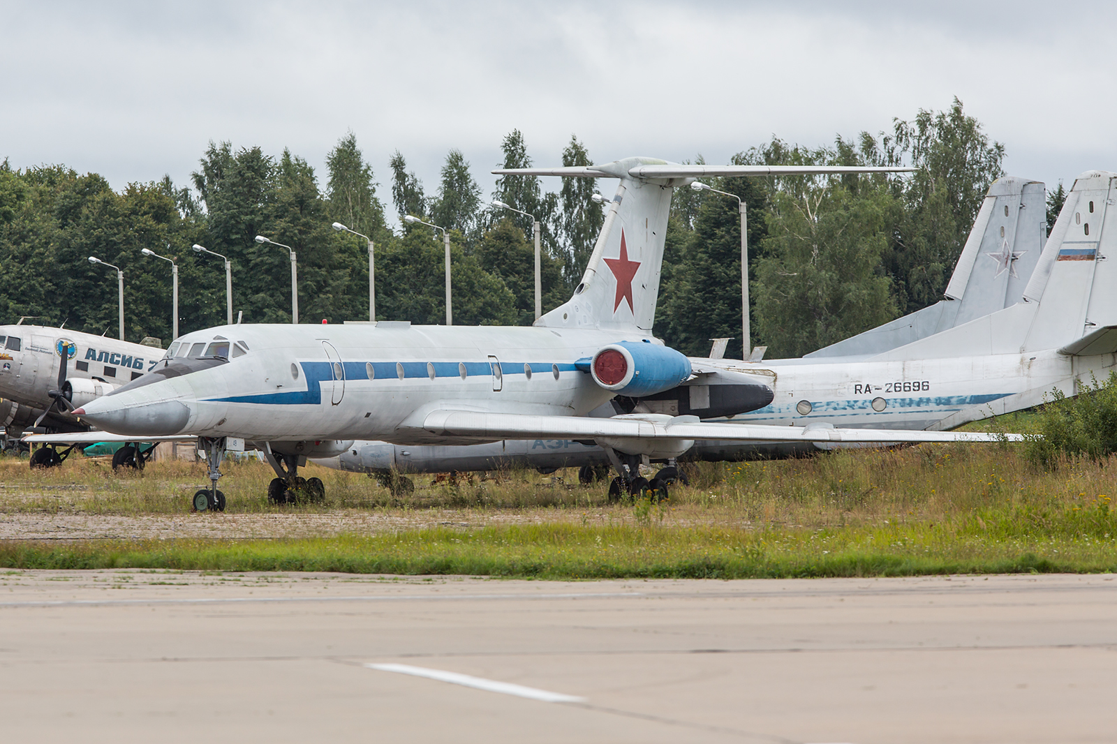 Die Tupolev Tu-1324UB-L dient der Ausbildung der Bomberbesatzungen.