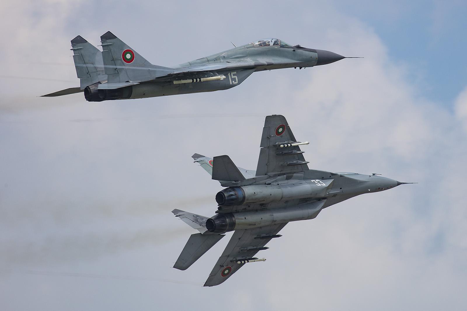 Nach eiem simulierten Luftkampf MiG gegen MiG.