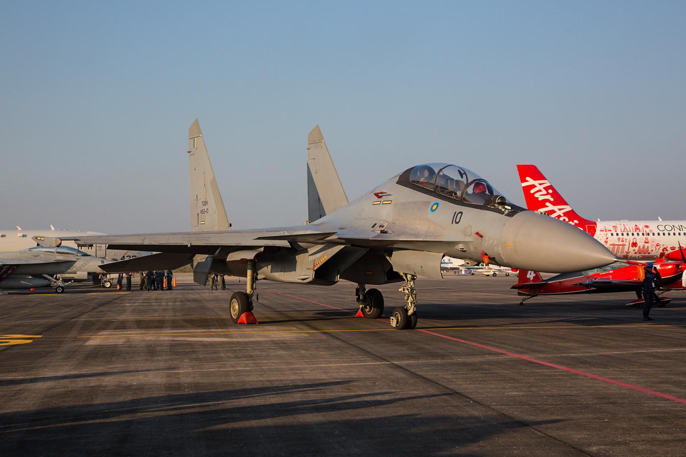Das wohl beeindruckenste Fluggerät der TUDM sind die SU-30MKM mit Triebwerksvektorsteuerung.