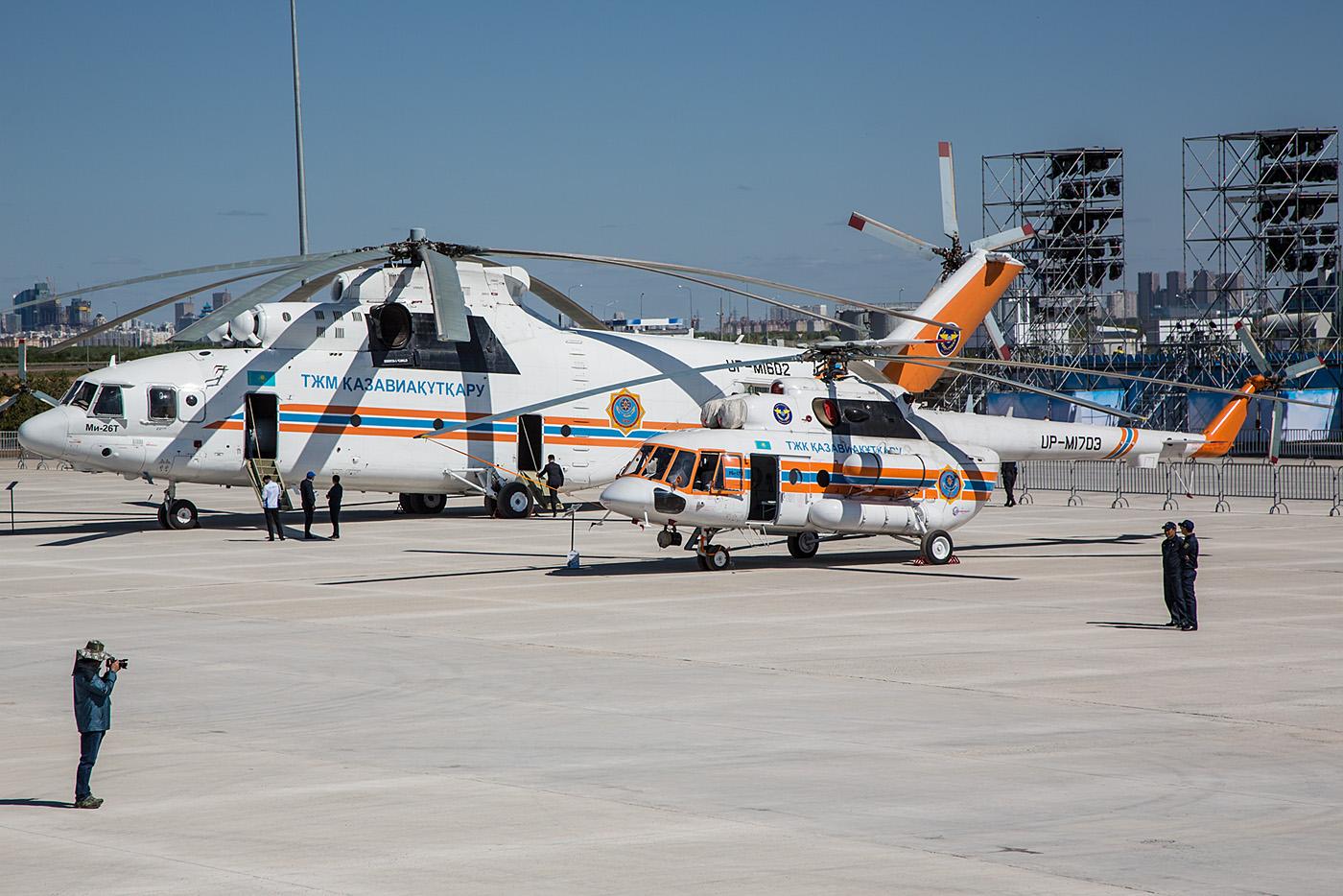 Mil Mi-26 und Mi-171 des Katastrophenschutzministeriums.