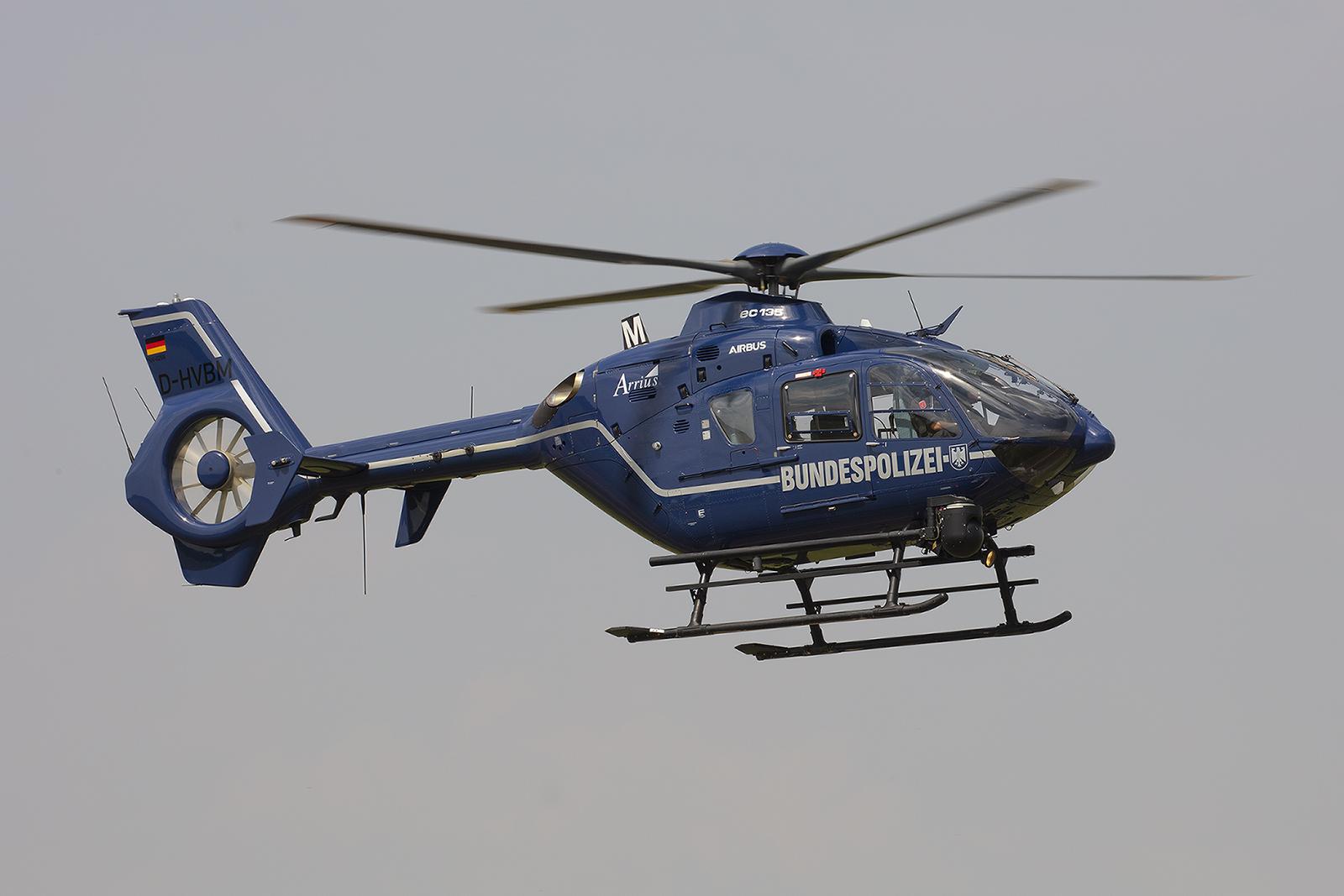 Auch die Bundespolizei hat in Halle-Oppin einen EC135 stationiert.