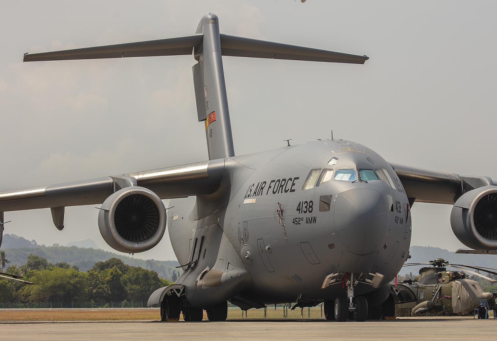 Diese Boeing C-17 Globemaster III brachte das Equipment für die restlichen Flieger aus den USA.