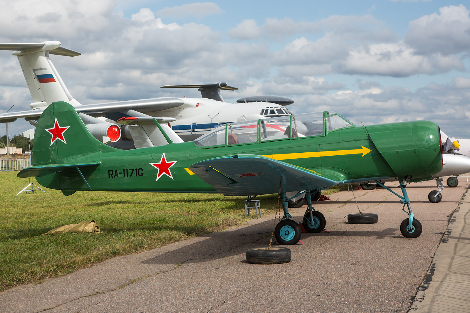 Yakovlev Yak-18 des Aeroclubs.