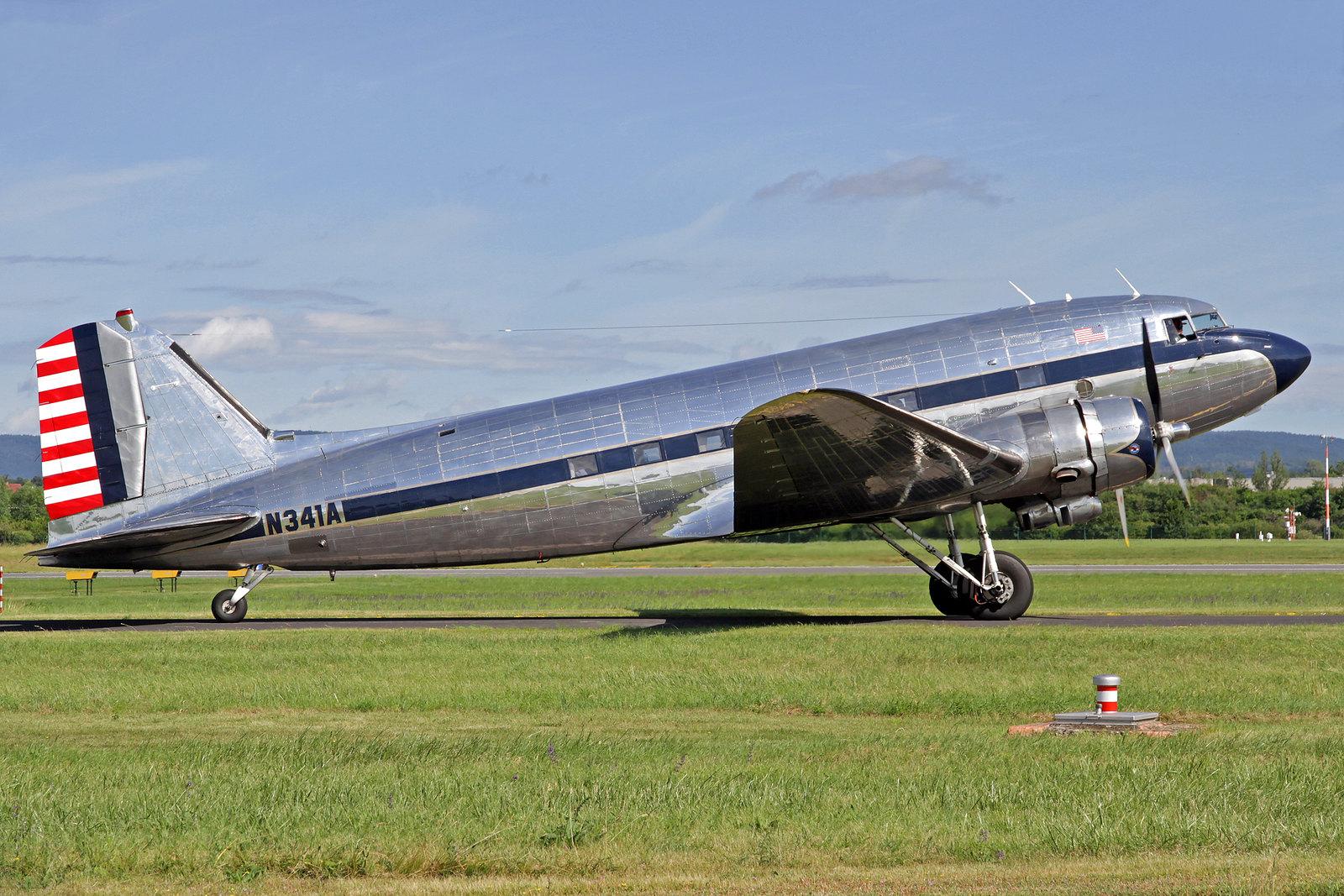 N341A - Dies ist das einzige Douglas DC-3 Exemplar, welches die militärische Bezeichnung C-41A erhielt. Das Flugzeug wurde durch die U.S. Army Air Command im Jahre 1938 bestellt und im September 1939 ausgeliefert.