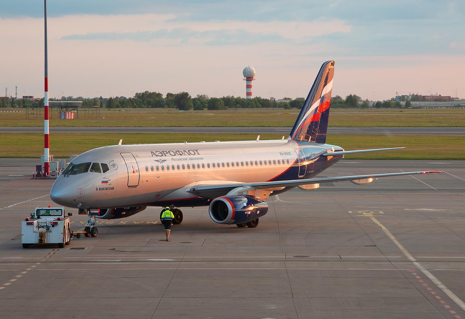 Auf der kurzen Strecke nach Moskau kommen bei Aeroflot Sukhoi SSJ´s zum Einsatz.