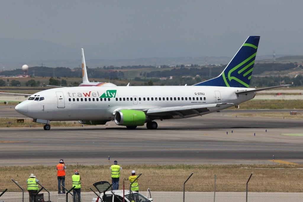 Boeing 737-300 der Astreus im Subcharter.