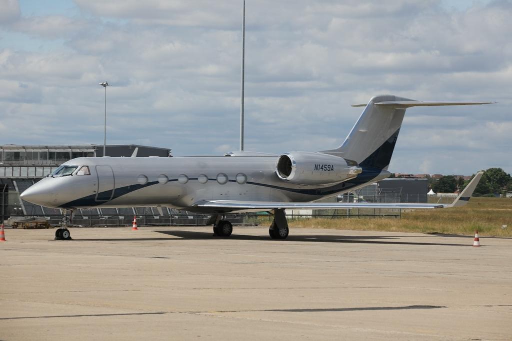 Der Vorgänger eine Gulf IV ebenfalls auf dem Appron von Le Bourget.