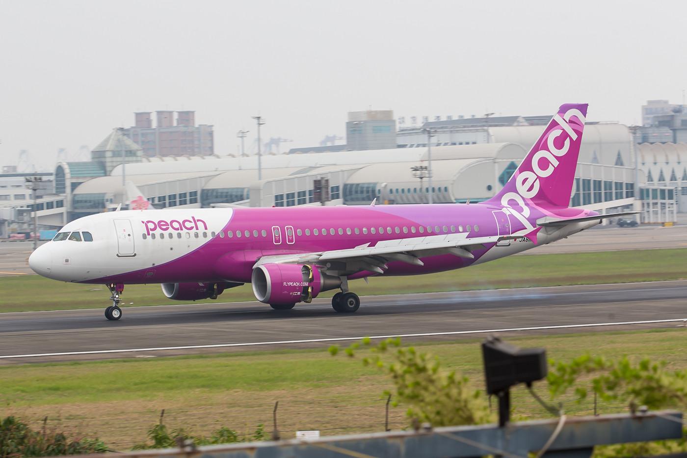Die japanische Lowcost Airline Peach hat einen täglichen Kurs nach Narita.