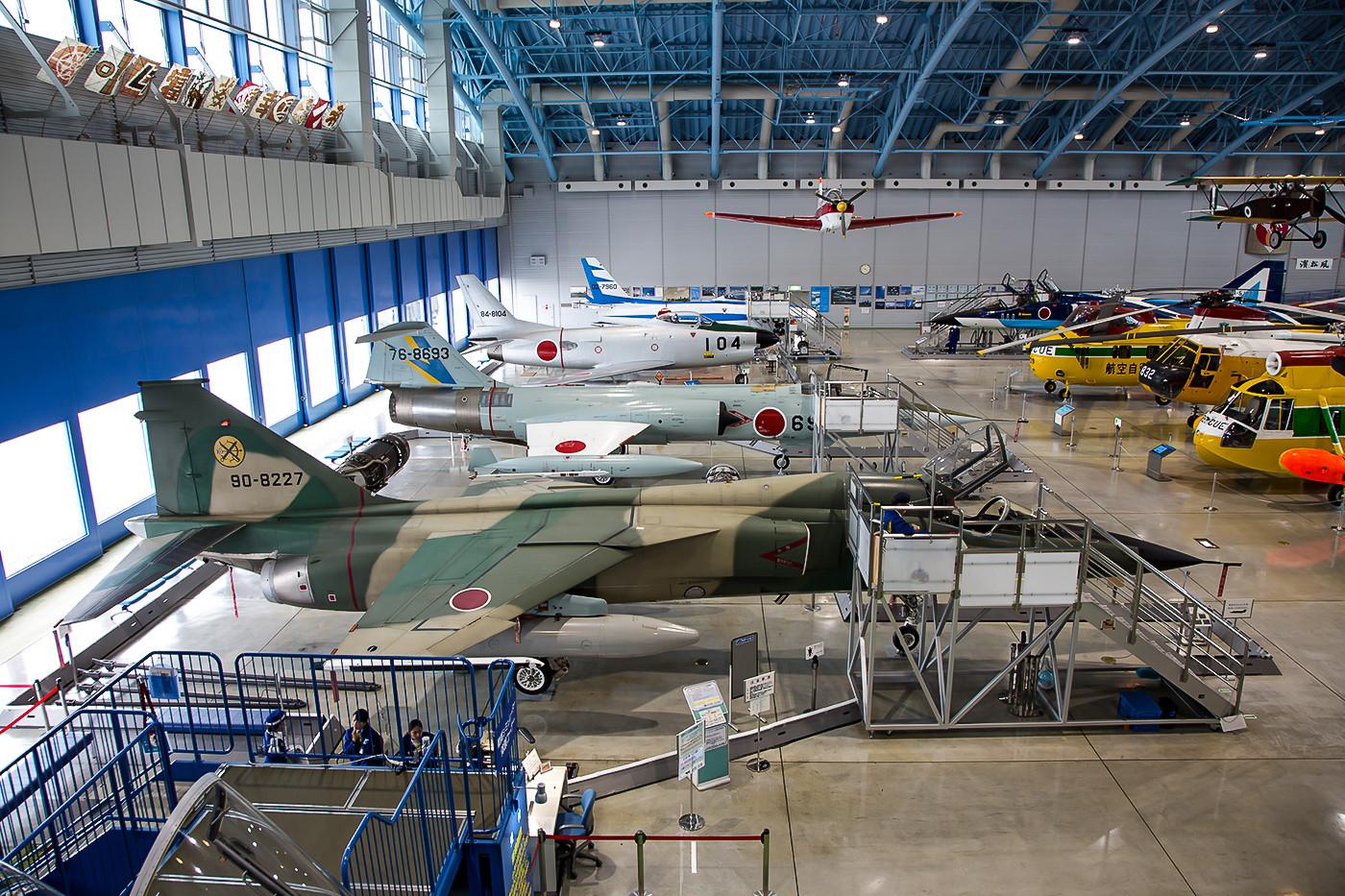 Der Hangar des Museums bietet tolle Maschinen. Rechtzeitiges Erscheinen sichert auch gute Motive, bevor Heerscharen an Schulkindern einfallen.
