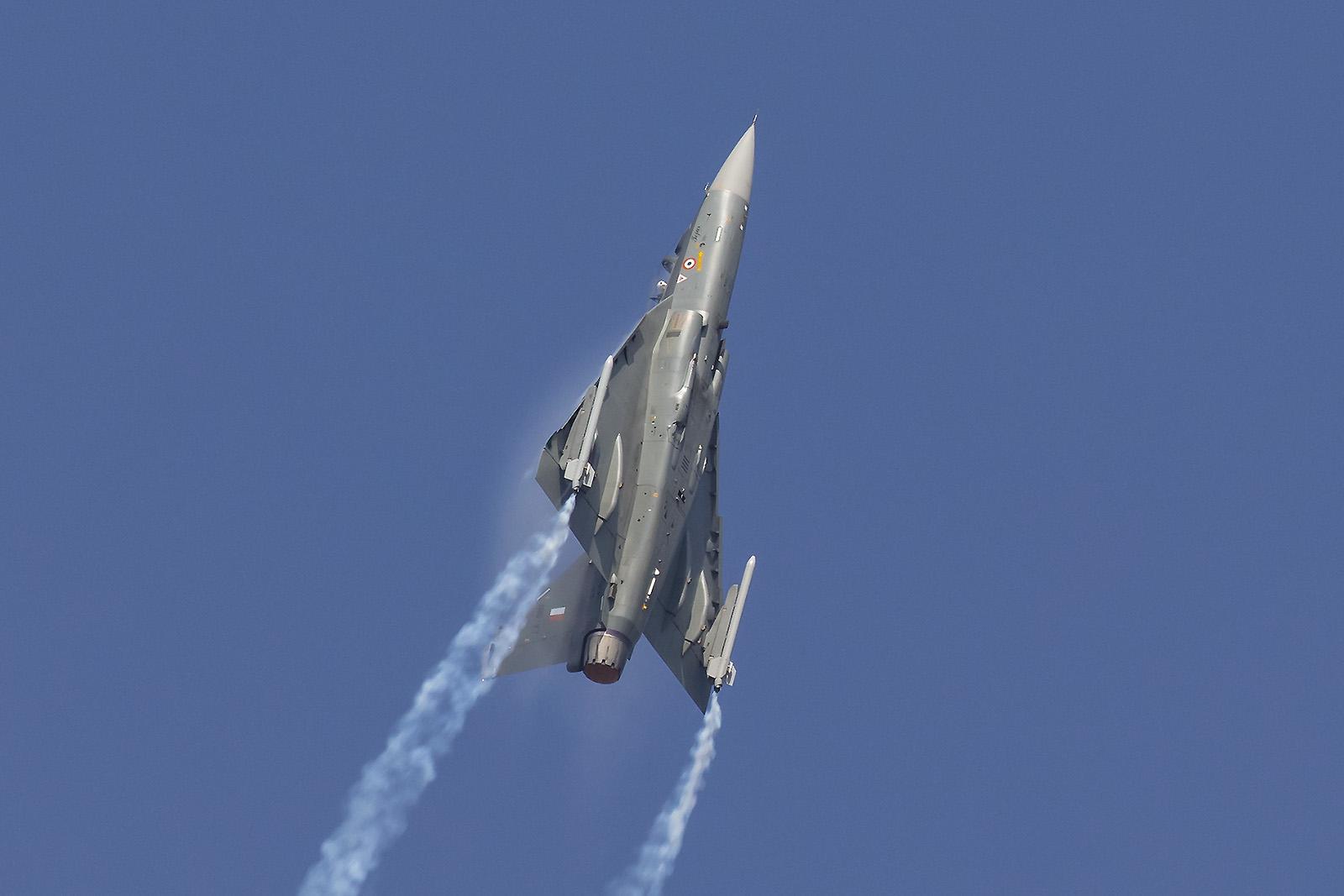 Vom Tejas wird derzeit eine neue Version entwickelt, auch die indische Luftwaffe ist nicht gänzlich zufrieden mit den Leistungen der aktuellen Variante.