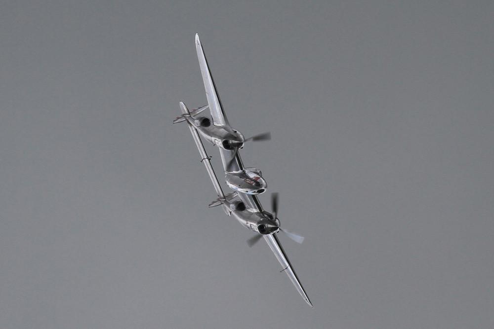 """Die P-38 der """"Flying Bulls"""" aus Salzburg braucht nicht unbedingt Sonne um gut auszusehen."""