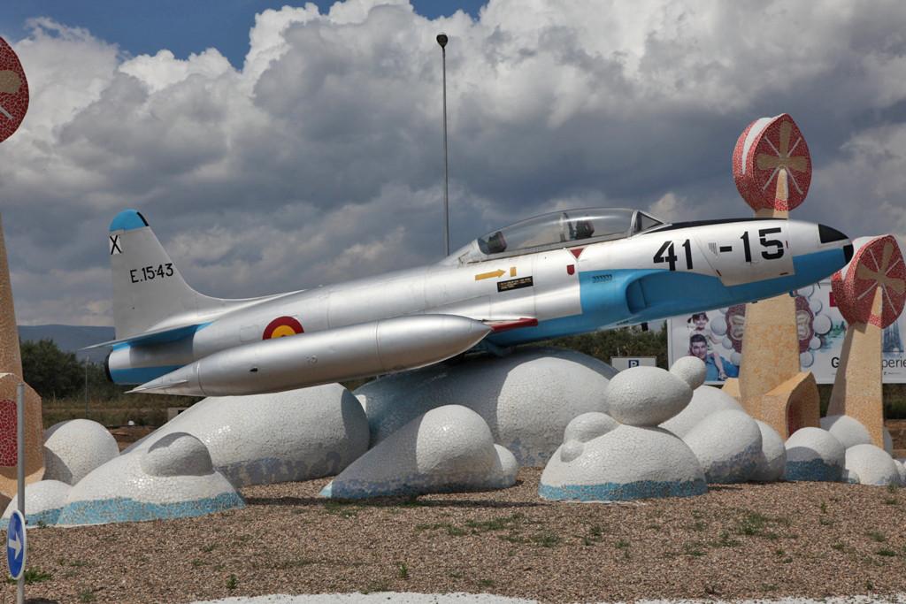 In Reus steht diese ehemalige Lockheed T-33 der Spanischen Luftwaffe,