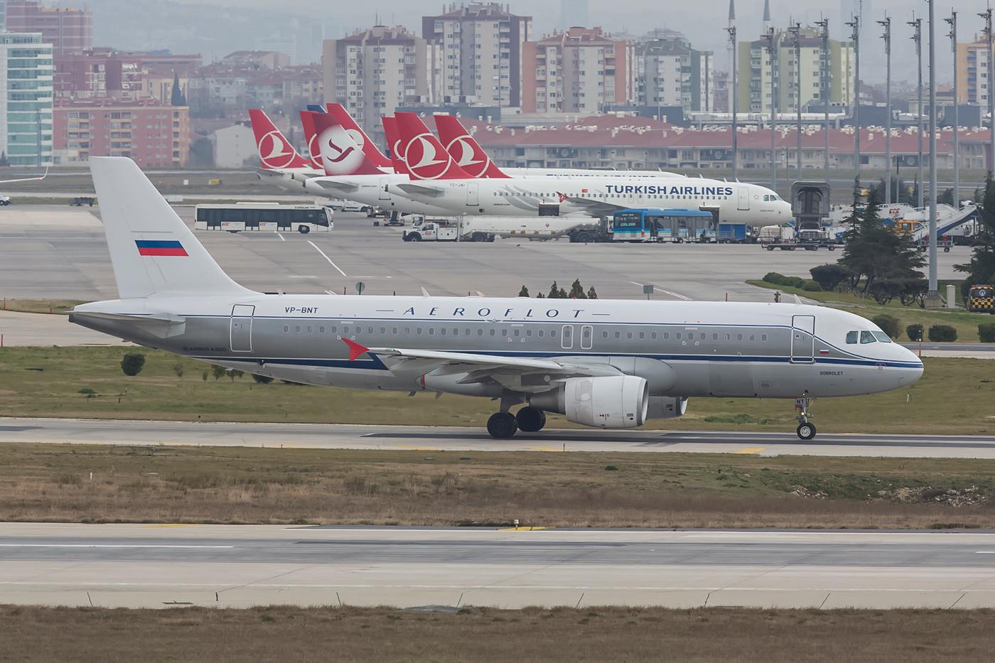 Aeroflot hat seit Neuestem auch einen Retro, obwohl ich mich nicht erinnern kann, dass sie früher mal so aussahen.