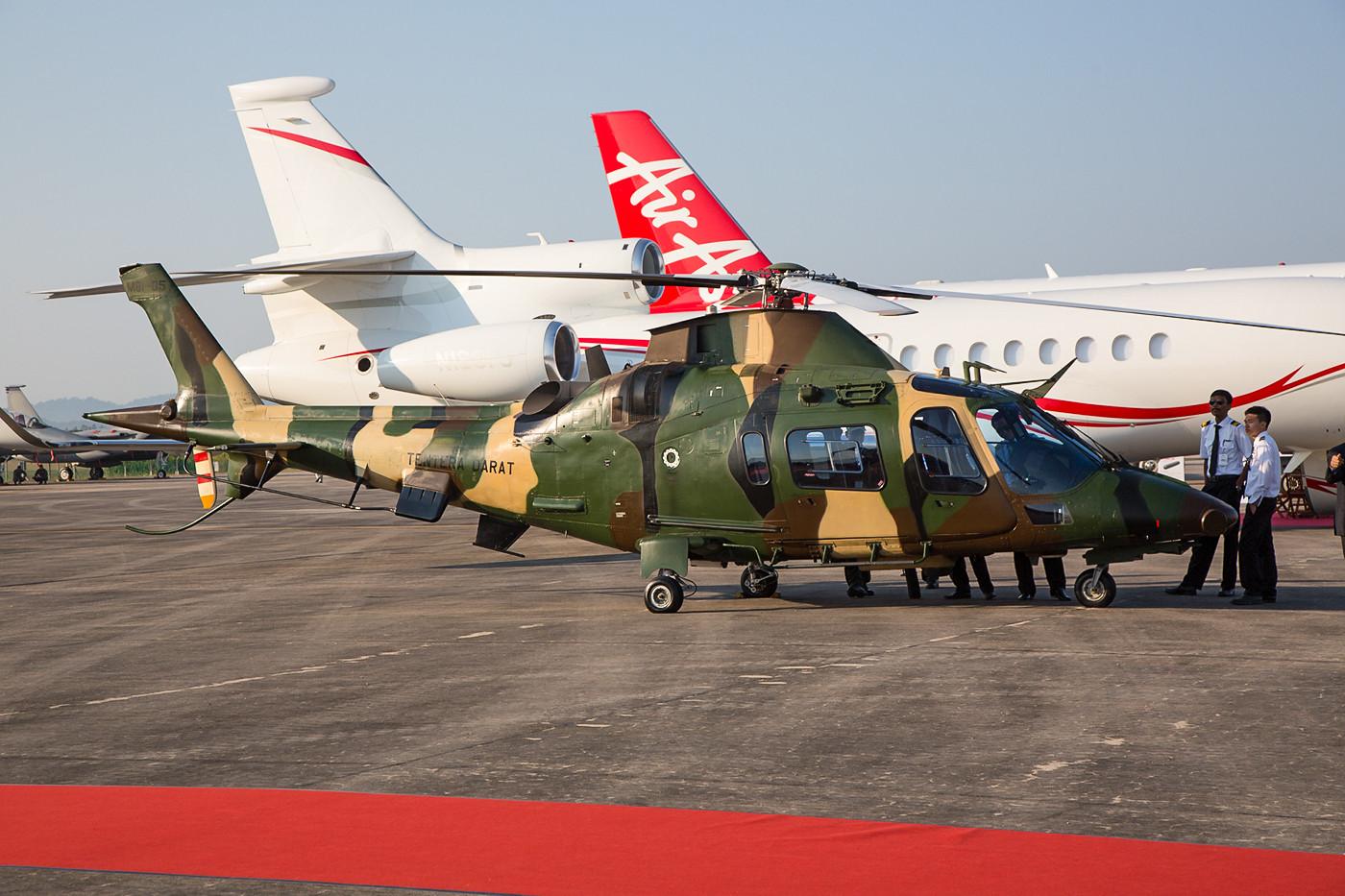 Insgesamt 11 Stück der Agusta A-109LOH sind bei der Army im Einsatz, ihre Heimat ist Kluang an der Südspitze der malaysischen Halbinsel.