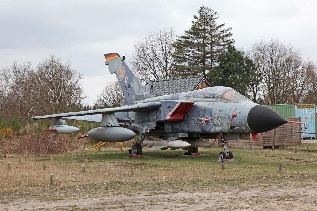 Dieser Tornado IDS gehörte einst zu den Marinefliegern und ist im Aeronauticum in Nordholz zu besichtigen.
