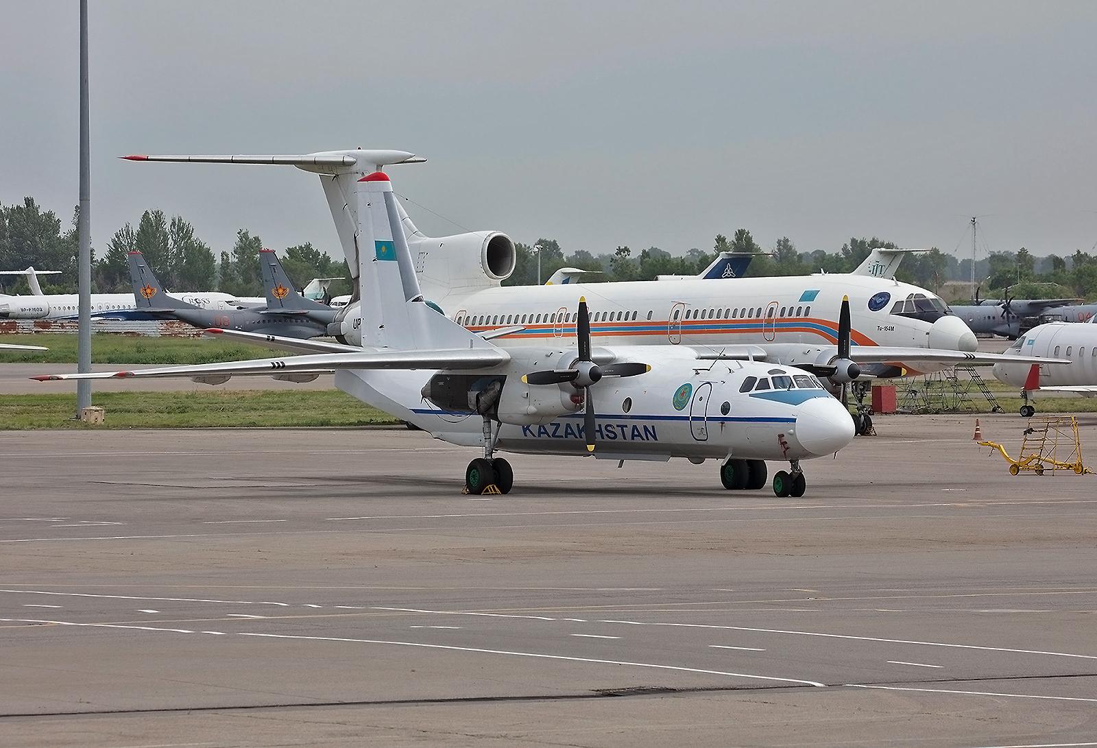 Eine Antonov An-26 der kasachischen Luftwaffe.