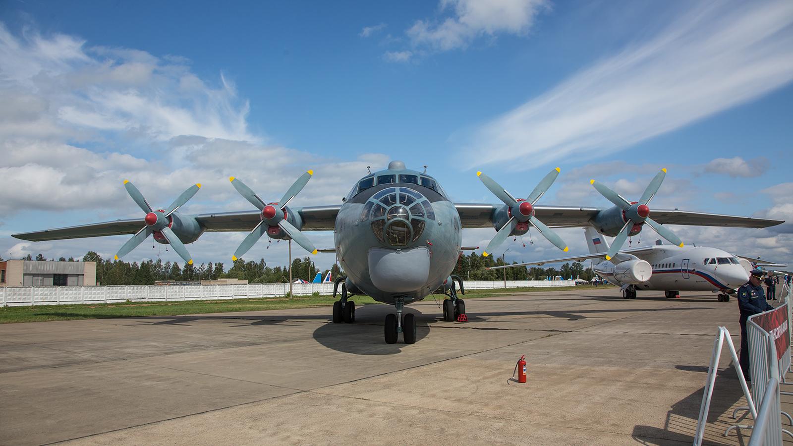 Transportflugzeug Antonov An-12BK