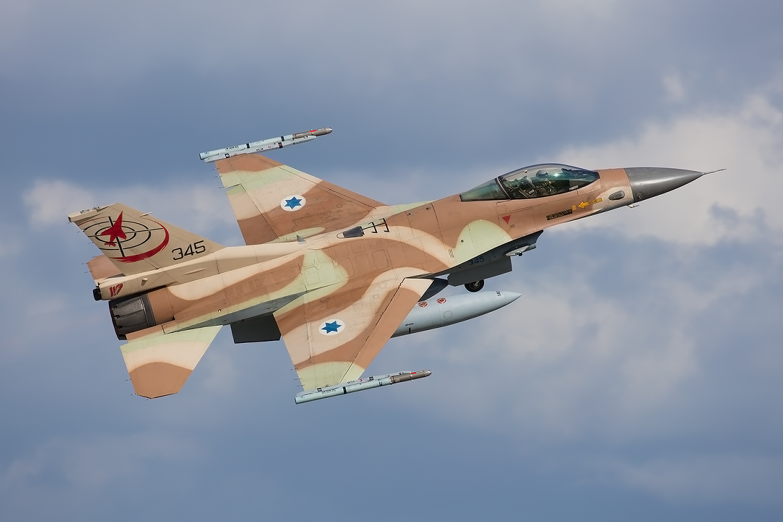 345, General Dynamics F-16C Block 30 der Tayeset 117 aus Ramat David.