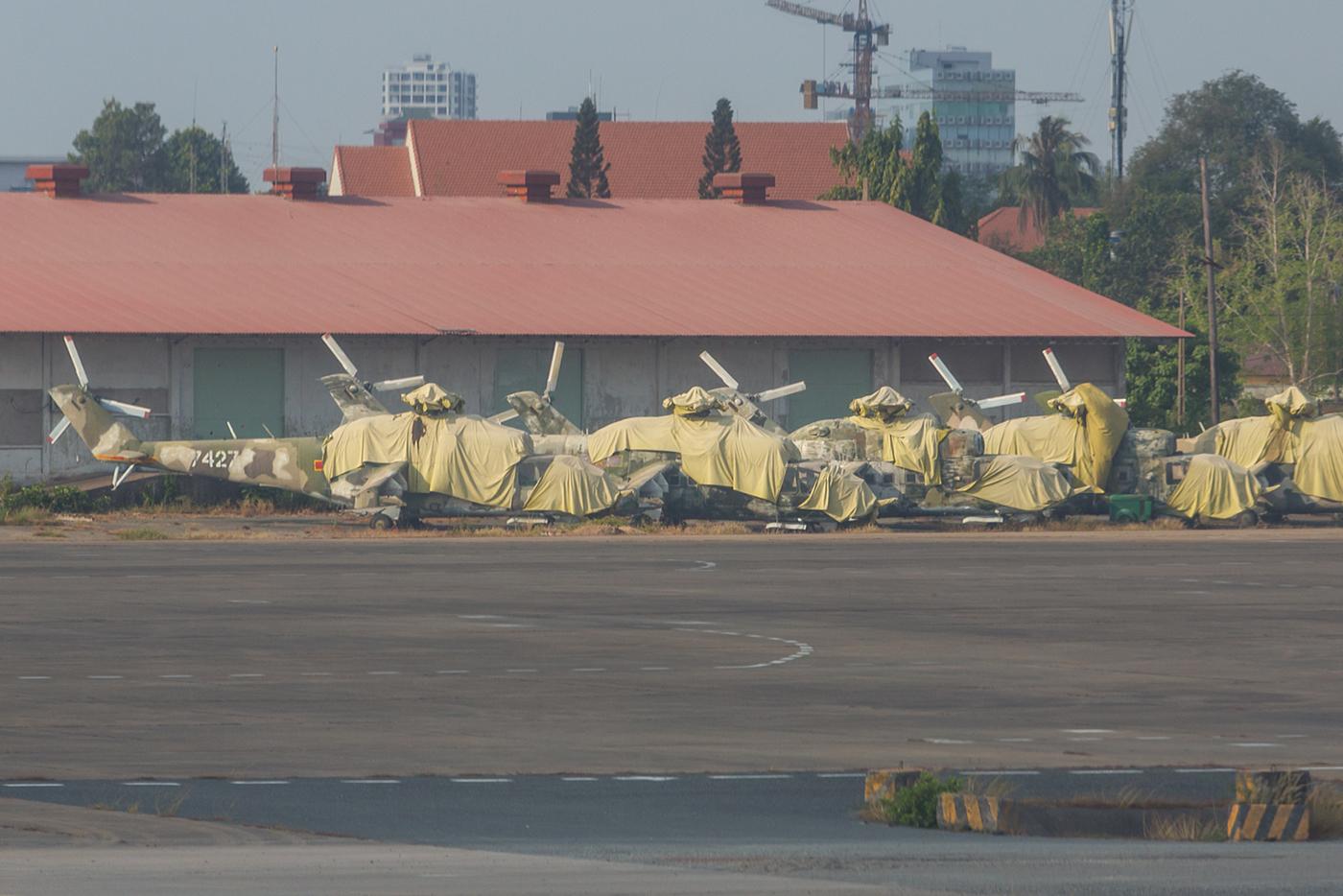 Sie werden wohl nie wieder fliegen, die MI-24A in SGN.