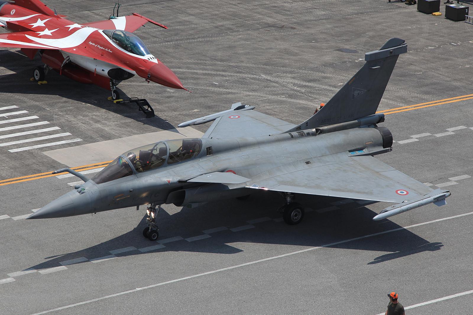 Derzeit ist diese Maschine auf der BA 104 in Abu Dhabi stationiert.