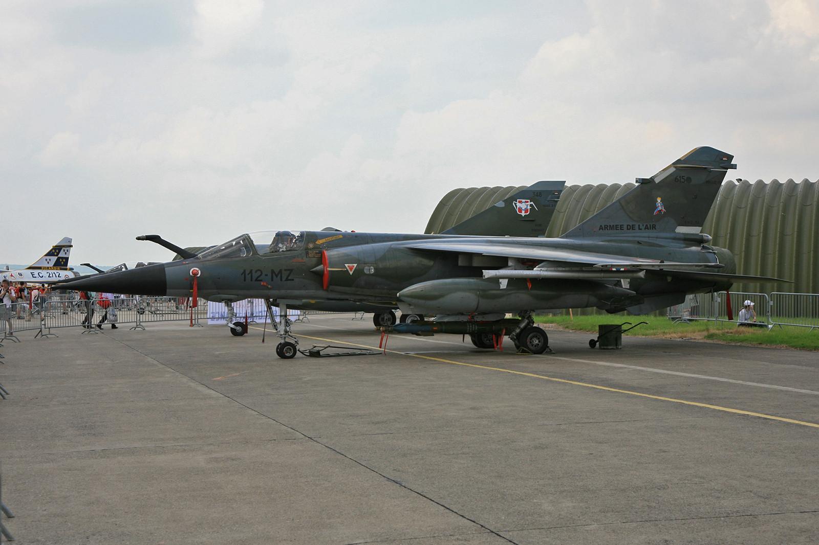 """Nochmals die """"615"""" mit dem kleinen Prinzen und zwei Übungsbomben vom Typ GBU."""