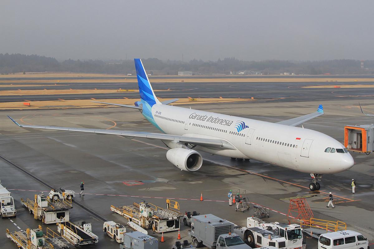Garuda kommt täglich mit zwei A 330 nach Narita.