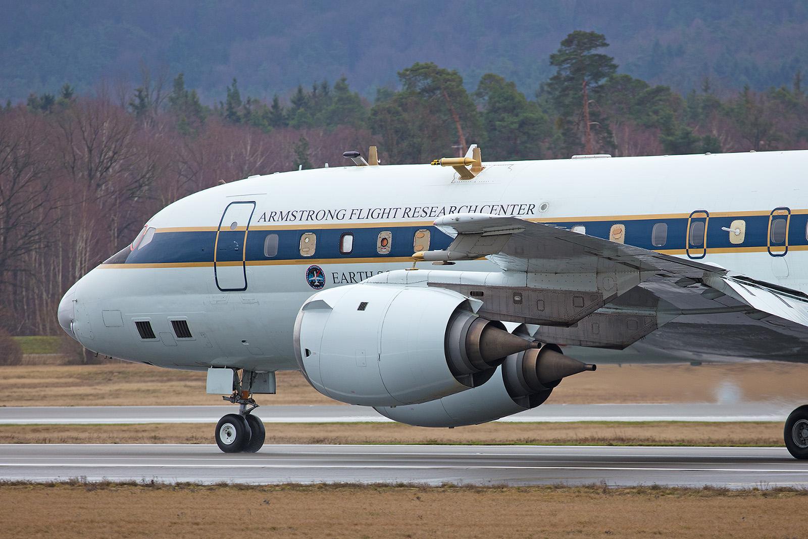 ..... dicht gefolgt von der DC-8.