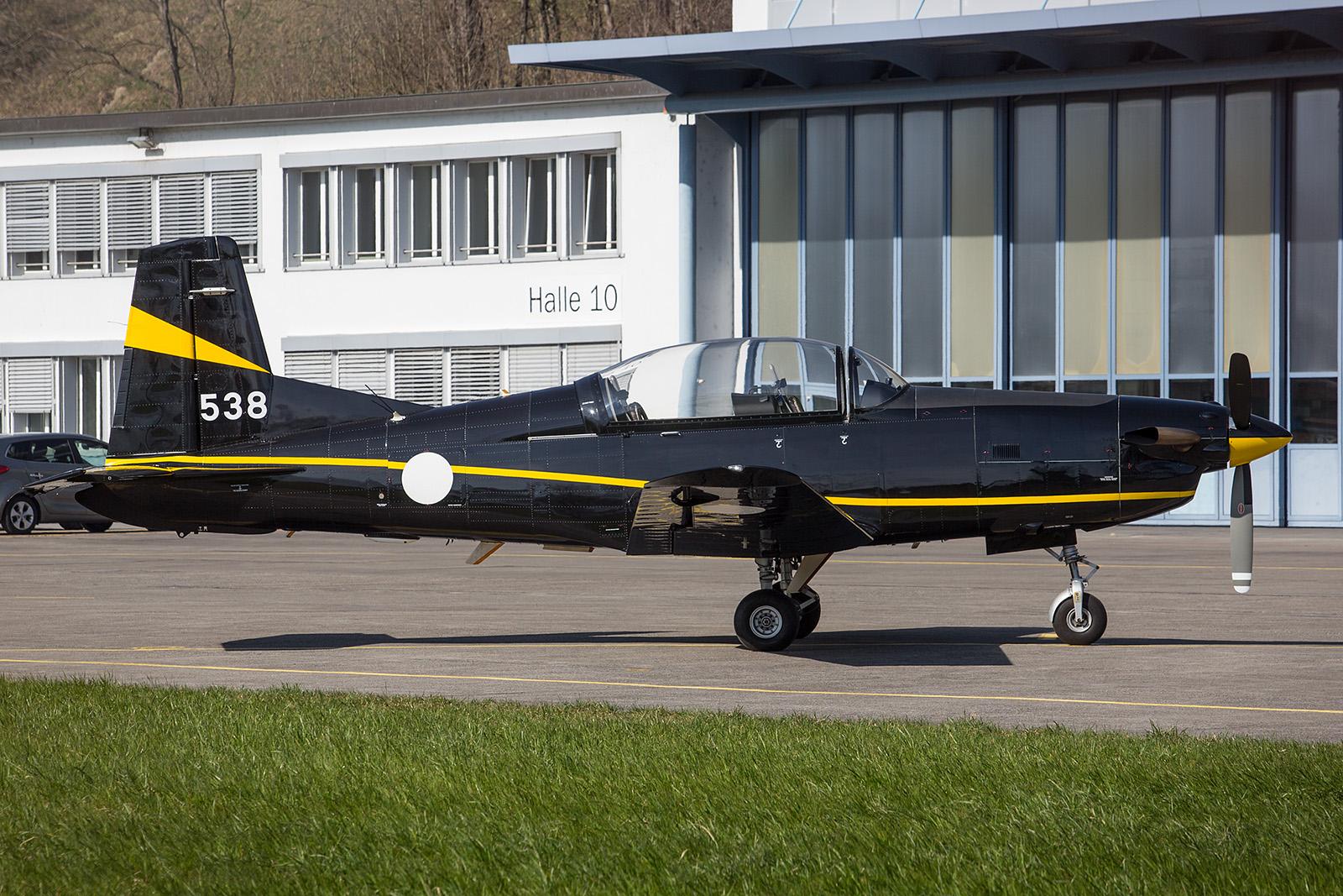Ebenfalls zur Wartung war diese PC-7 der Niederländischen Luftwaffe in Buochs.
