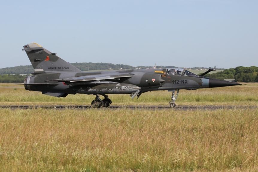 Der Pilot dieser Mirage F-1CR grüßt die Spotter.