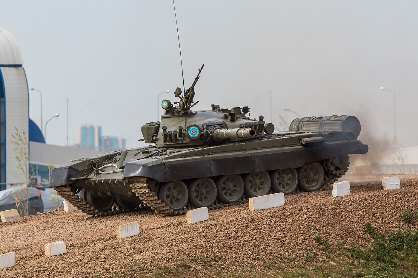 Der T-72 im Gelände.