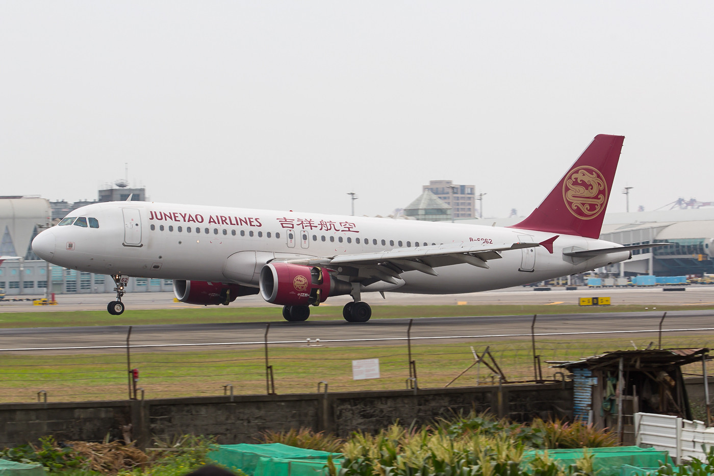 A 320 der in Shanghai beheimateten Juneyao Airlines.