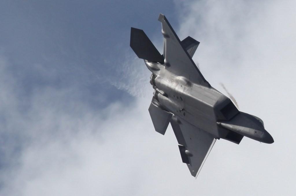 Der F-22 Raptor im Sturzflug