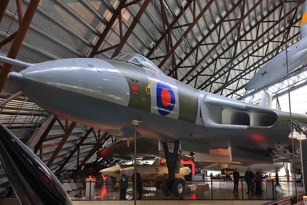 Immer wieder schön zu sehen, doch hier leider schlecht zu fotografieren, der Avro Vulcan.